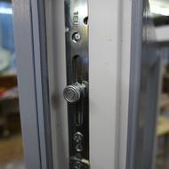 Umrüstung eines Kunststofffensters mit dem Beschlag: Siegenia-Aubi TITAN