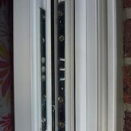 Bandseitensicherung für Fenster und Türen aus Holz und PVC.